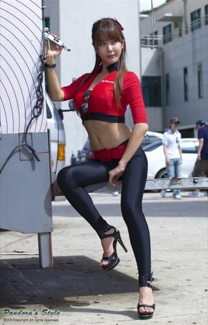 VOL.152 赛车女郎许允美 Heo Yun Mi《红衣紧身裤系列》超高清写真图片