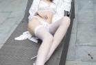 VOL.1498 [秀人网]福利大胆网袜白丝:苏雨彤(Laura苏雨彤)超高清写真套图(45P)