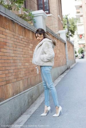 VOL.1418 [爱蜜社]牛仔紧身裤长腿美女:小狐狸Sica(小狐狸Kathryn)超高清写真套图(52P)