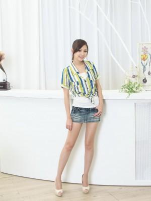 VOL.1204 [网络美女]超短裙牛仔衬衫:杜可薇(腿模Avy,恬小鱼)超高清写真套图(34P)